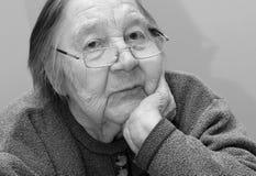 Ritratto di una nonna anziana Immagini Stock Libere da Diritti