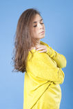 Ritratto di una ragazza che guarda giù il primo piano Fotografia Stock