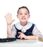 Ritratto di una ragazza che si siede ad uno scrittorio della scuola, scuola, aula, Immagine Stock Libera da Diritti
