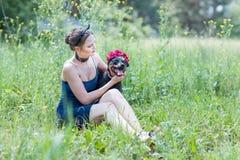 Ritratto di una ragazza e di un cane Immagine Stock