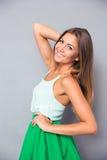 Ritratto di una ragazza elegante sorridente Fotografia Stock Libera da Diritti