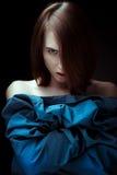 Ritratto di una ragazza espressiva che esamina macchina fotografica Immagini Stock Libere da Diritti