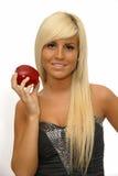 Ritratto di una ragazza felice che tiene mela rossa Immagine Stock