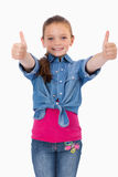 Ritratto di una ragazza felice con i pollici su Fotografia Stock Libera da Diritti