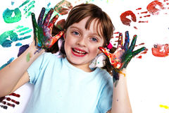 Ritratto di una ragazza felice della scuola che gioca con i colori Fotografia Stock Libera da Diritti