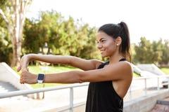 Ritratto di una ragazza felice di forma fisica Fotografia Stock Libera da Diritti
