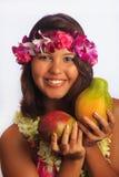 Ritratto di una ragazza hawaiana con i leu del fiore Fotografie Stock Libere da Diritti