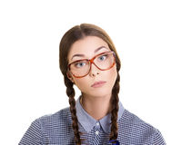 Ritratto di una ragazza interessata in vetri Fotografie Stock Libere da Diritti