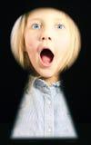 Ritratto di una ragazza nella scanalatura della serratura Immagini Stock