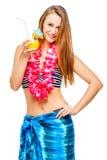 Ritratto di una ragazza snella con un cocktail in un bikini Immagine Stock