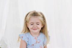 Ritratto di una ragazza sorridente della bambina Immagine Stock Libera da Diritti