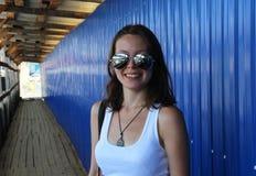Ritratto di una ragazza sorridente sveglia Immagini Stock