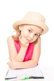 Ritratto di una ragazza in un cappello con un taccuino Fotografie Stock