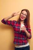 Ritratto di una ragazza in una camicia rossa Fotografie Stock