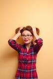 Ritratto di una ragazza in una camicia rossa Fotografia Stock Libera da Diritti