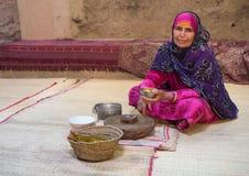 Ritratto di una signora dell'Oman in un vestito dell'Oman tradizionale Nizwa, Oman - 15/OCT/2016 Immagini Stock