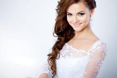Ritratto di una sposa sorridente in vestito da sposa Fotografia Stock Libera da Diritti