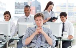 Ritratto di una squadra dinamica di affari sul lavoro Immagini Stock Libere da Diritti