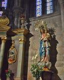 Ritratto di una statua di vergine Maria con il cuore sacro di immagine stock