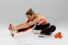 Ritratto di uno sportsgirl adatto messo a fuoco Fotografia Stock
