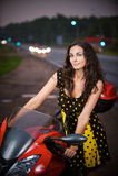 Ritratto di uso della giovane donna Fotografie Stock