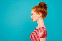 Ritratto di vista laterale di profilo della m. attraente adorabile alla moda piacevole fotografia stock libera da diritti
