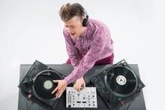 Ritratto di vista superiore della miscelazione e di filatura del DJ Fotografia Stock Libera da Diritti