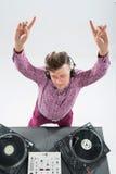 Ritratto di vista superiore della miscelazione e di filatura del DJ Immagini Stock Libere da Diritti