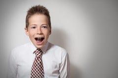 Ritratto emozionale del ragazzo di grido sveglio Fotografie Stock Libere da Diritti