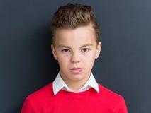 Ritratto emozionale del ragazzo teenager Immagine Stock