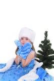 Ritratto emozionale di una ragazza allegra in vestito blu su fondo bianco Nuovo anno Fotografia Stock Libera da Diritti