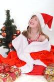 Ritratto emozionale di una ragazza allegra in vestito rosso Nuovo anno Fotografia Stock Libera da Diritti