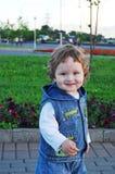 Ritratto esterno di un bambino sorridente Immagine Stock Libera da Diritti