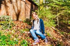Ritratto esterno di una bambina sveglia Fotografie Stock