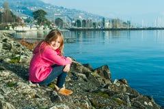 Ritratto esterno di una bambina sveglia Immagine Stock