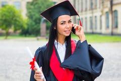 Ritratto felice della donna sul suo sorridere di giorno di laurea Immagine Stock Libera da Diritti