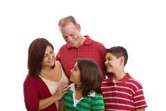 Ritratto felice della famiglia che sorride insieme - isolato su fondo bianco Fotografia Stock Libera da Diritti
