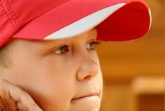Ritratto il ragazzo in una protezione fotografia stock