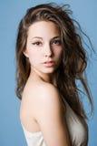 Ritratto impressionabile di bellezza del brunette. immagini stock