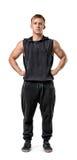 Ritratto integrale del giovane muscoloso con le sue mani sulle anche Fotografia Stock Libera da Diritti