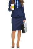 Ritratto integrale della donna di affari con la cartella e il cofee Immagini Stock Libere da Diritti