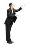 Ritratto integrale di un conduttore di orchestra maschio che dirige i wi Fotografia Stock Libera da Diritti