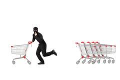 Ritratto integrale di un ladro che ruba un carretto a mano vuoto Immagini Stock