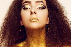 Ritratto magico della ragazza in oro Trucco dorato Immagine Stock Libera da Diritti