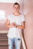 Ritratto maschio sulle scale Fotografie Stock