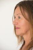 Ritratto maturo amichevole di profilo della donna Fotografia Stock