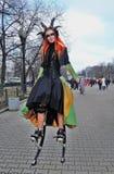 Ritratto misterioso della donna Foto della via di colore Fotografia Stock Libera da Diritti