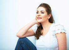 Ritratto naturale sorridente della donna Fondo bianco isolato Fotografia Stock