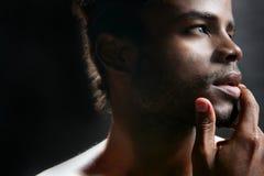 Ritratto nero sveglio del giovane dell'afroamericano Fotografie Stock