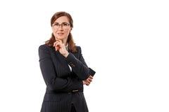 Ritratto orecchie di belle di una donna di affari 50 vecchie con il telefono cellulare isolato su bianco Immagini Stock Libere da Diritti